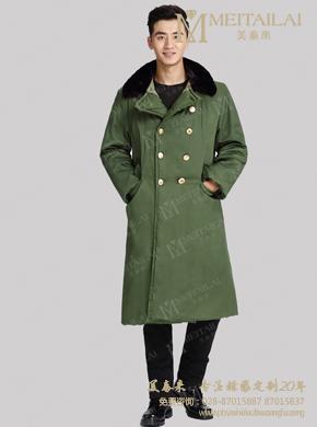 <b>绿色大衣</b>