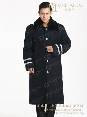 <b>黑色长款大衣</b>